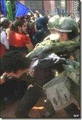 _44716386_300protestasestud